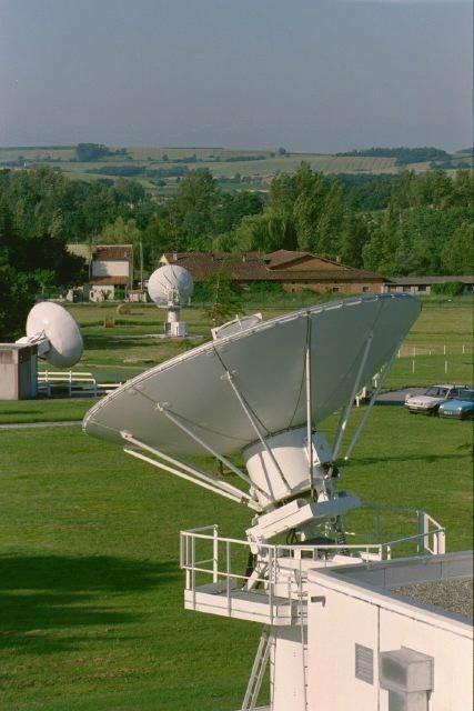 Vue générale de la station de réception de satellites d'Issus-Aussaguel, en Haute-Garonne. CNES/E.GRIMAULT,2000